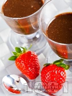 Лесен домашен течен шоколад със сухо мляко, масло и какао в чаша - снимка на рецептата